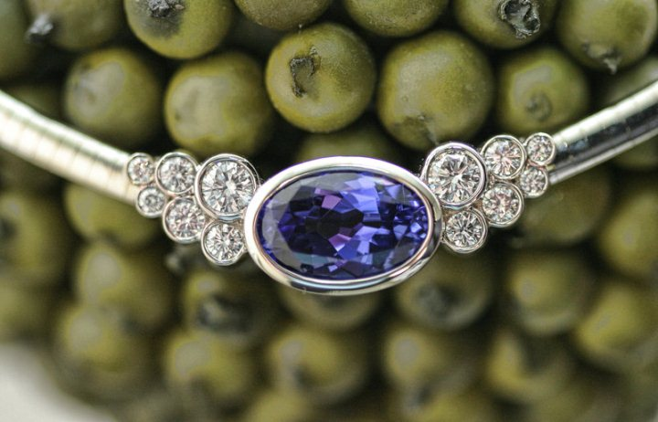Алмаз - это самый красивый камень и крепкий минерал