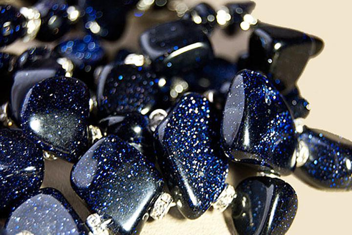 Авантюрин натуральный синий камень