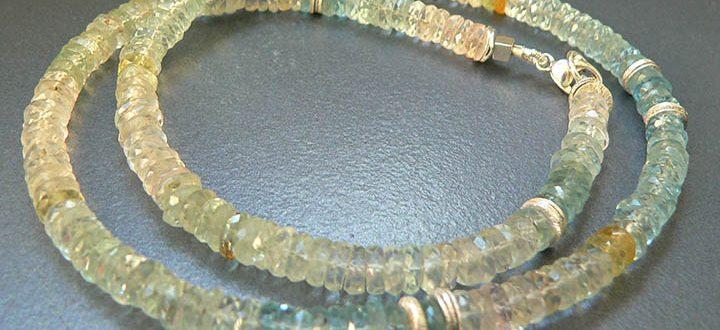 камень берилл в бусах