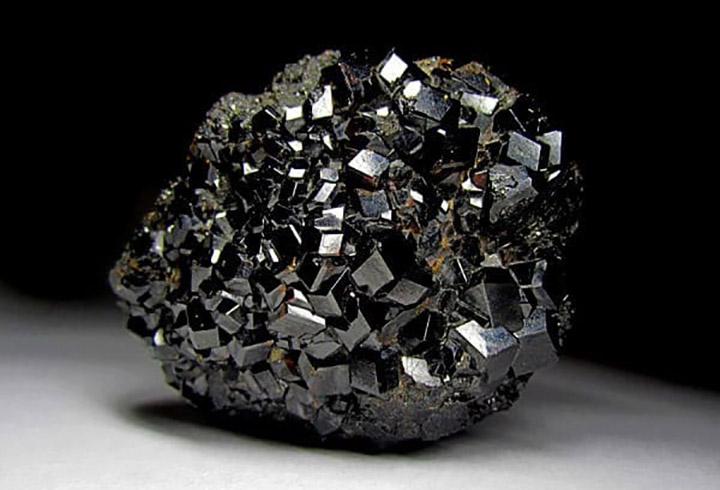 Камень гранат описание и целебно-магические характеристики