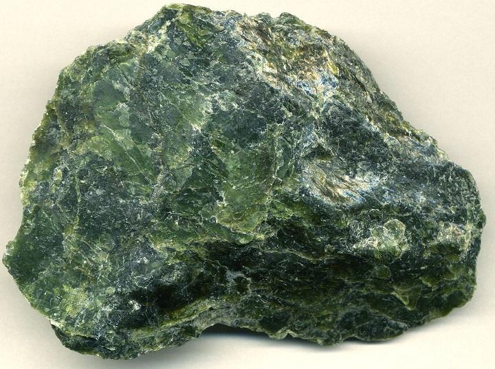 Камень змеевик