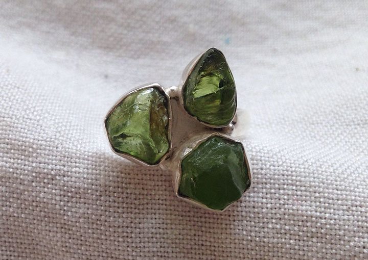 Хризолит камень